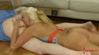husband eats cum from wife s pussy
